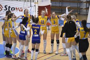 Na snímke radosť hráčiek UK Bratislava po víťazstve 3:0 v druhom zápase štvrťfinále play off vo volejbalovej extralige žien.