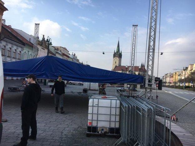 Prípravy pódia v Prešove.