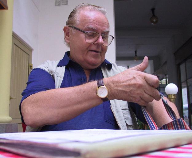JUDr. Svätopluk Šablatúra ( 7. 9. 1929 Skalica – 16. 1. 2016 Bratislava) – priekopník slovenského dabingu, pomocný režisér a súdny znalec v odbore filatelistiky.