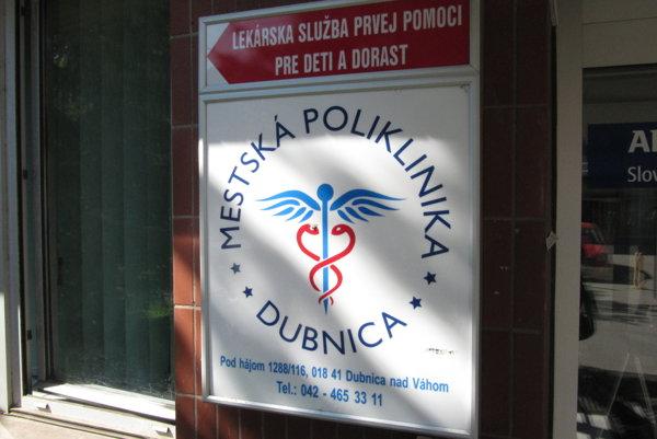 Poliklinika v Dubnici zostane v rukách mesta .