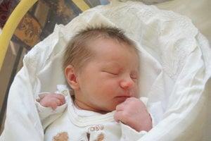Julien Pivková (3100 g, 48 cm) sa narodila 27. februára Petre a Lukášovi z Trenčína. Doma na sestričku čakajú 13-ročný Jakub a 3-ročný Filip.