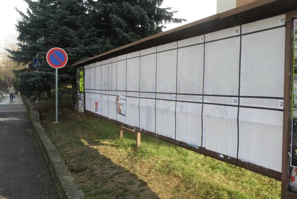 Strany sa môžu prezentovať na plochách, ktoré im vyčlenili obce a mestá.