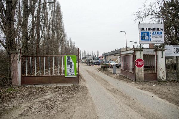 Betonáreň vo Vrakuni búrajú, na tomto mieste má vyrásť nová obytná zóna.
