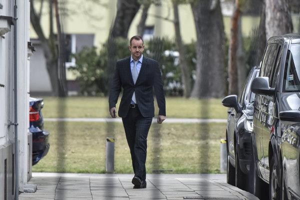 Viktor Stromček prichádza na Úrad vlády na zasadnutie Koaličnej rady.
