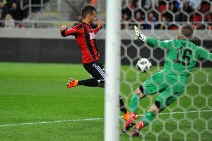 Marvin Egho strieľa prvý gól Spartaka v pohárovom zápase proti Dunajskej Strede.
