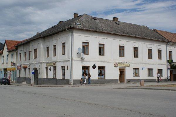 Ulica v Plešivci, kde došlo k smrteľnému útoku.