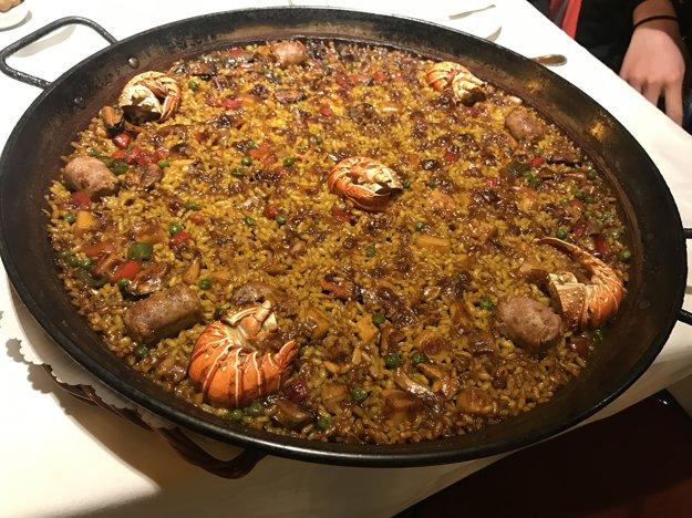 Paella s morskými plodmi