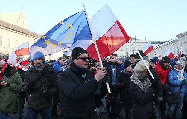 Demonštranti vyšli v sobotu do ulíc poľských miest, aby vyjadrili svoj nesúhlas s novou vládou.