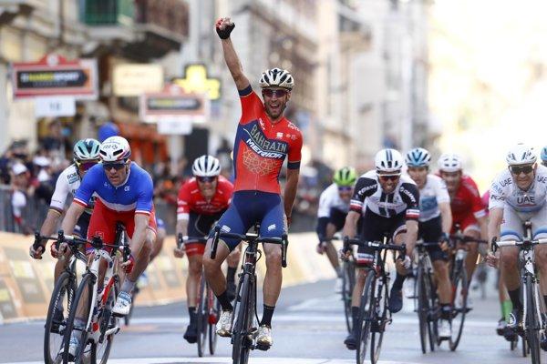 Vincenzo Nibali sa raduje z víťazstva.