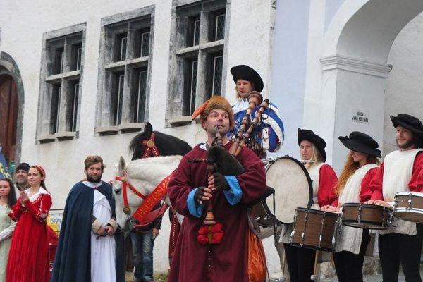 Mesto ako organizátor avizuje aj historický sprievod.