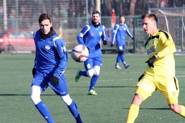 Proti Myjave hral v strede zálohy dorastenec Andrej Fábry.