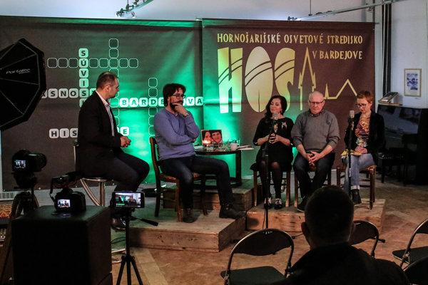 Novinári diskutovali. V galérii bardejovského Hornošarišského osvetového strediska.