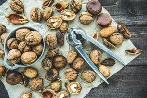 V štúdii v časopise Journal of gastroenteorology and hepatology vedci spojili nedostatočný príjem orechov so zvýšeným rizikom výskytu stukovatenej pečene.