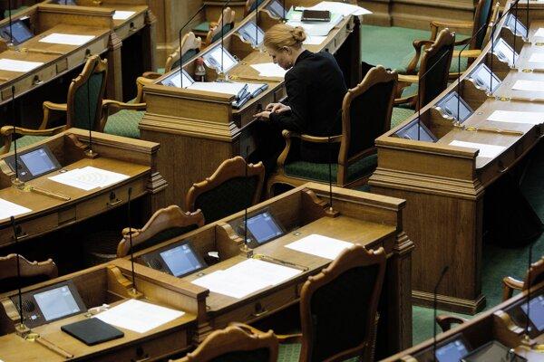Dánsky parlament prijal zákon o odoberaní majetku utečencom.