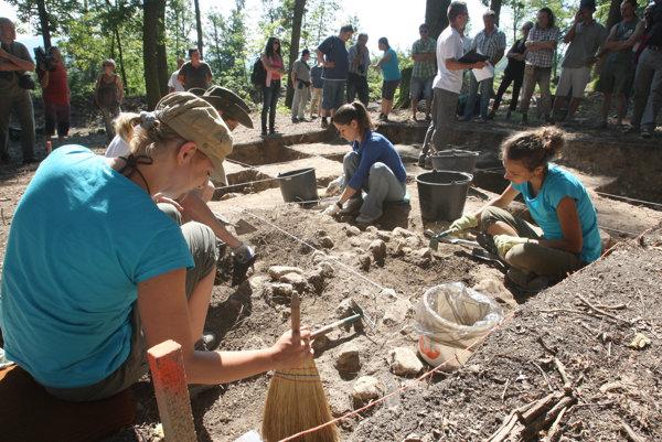 Archeológovia na Pustom hrade.