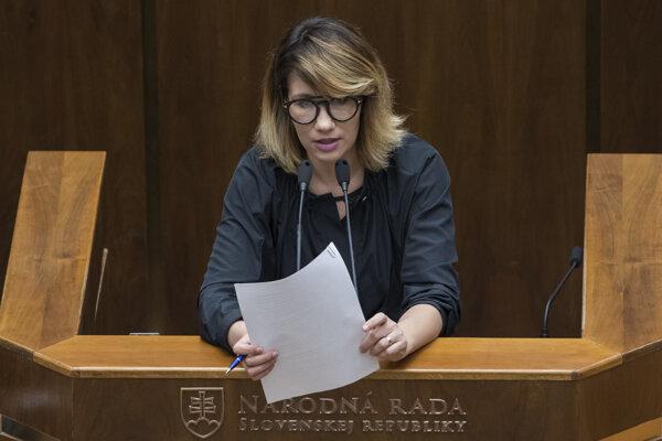Na snímke podpredsedníčka parlamentu Lucia Ďuriš-Nicholsonová (SaS) počas 30. schôdze Národnej rady SR.