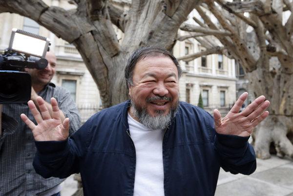 Na archívnej snímke z 15. septembra 2015 čínsky disidentský výtvarný umelec Aj Wej-wej.