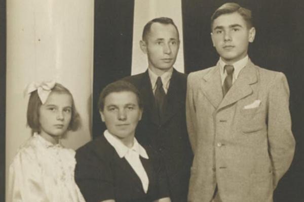 Rodina Handlovcov, ktorá ukrývala Židov počas druhej svetovej vojny.