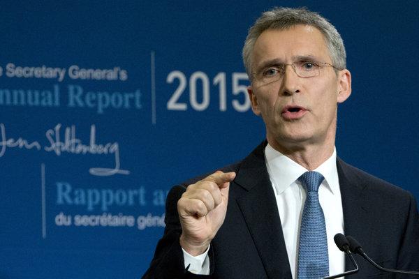 Stoltenberg na tlačovej konferencii v bruselskom sídle NATO.