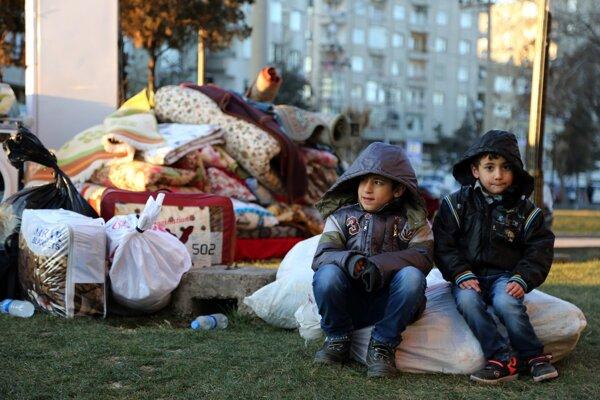 Tisíce obyvateľov mesta Diyarbakir odchádzajú zo svojich domovov.