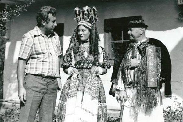 Rok 1965 - Vojtech Majling (vľavo) na svojej prvej ceste za poznaním folklóru. Ponická svadba ho nadchla a Poniky miluje dodnes.