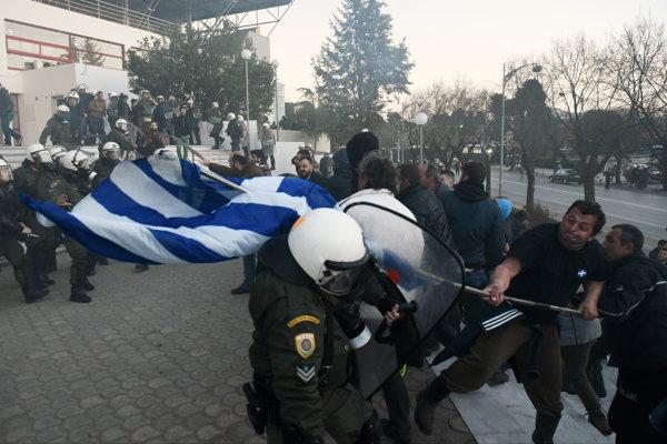 """V Grécku pokračuje štrajk proti dôchodkovým reformám. Rozsiahle protesty sú plánované aj na 4. februára. Odbory ich nazývajú """"generálnym štrajkom""""."""