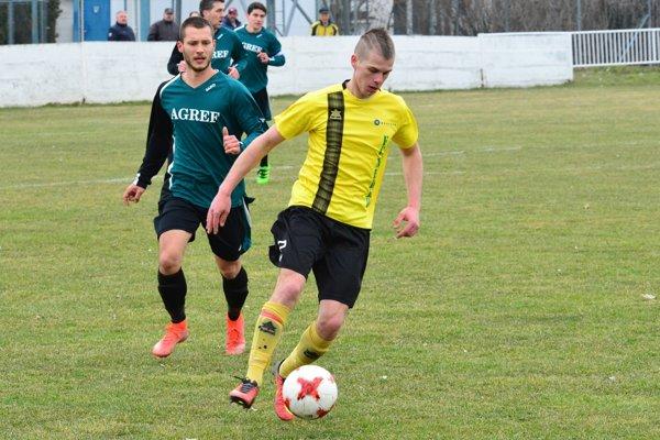 Neded porazil Kolárovo, jediný gól strelil Gyula Kalmár.