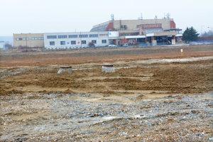 Na tejto ploche vo VŠA sa má na jeseň začať stavať.