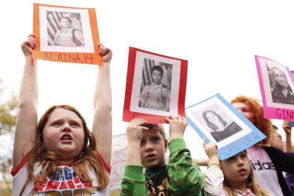 Pochod za naše životy, na ktorom sa zišli v hlavnom meste Spojených štátov státisíce ľudí, požadoval sprísnenie amerických zákonov o zbraniach.