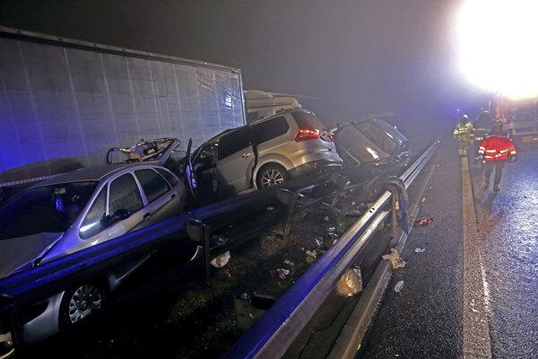 Reťazová dopravná nehoda na slovinskej diaľnici A1 pri obci Senožeče.
