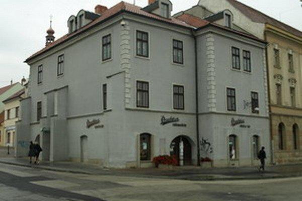 Radnica sa už roky snaží predať aj budovu bývalej Prachárne.
