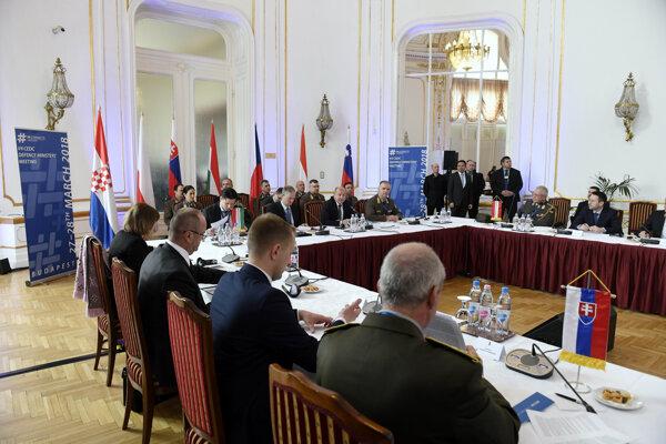 Stretnutia ministrov obrany krajín V4 a krajín Stredoeurópskej obrannej spolupráce.
