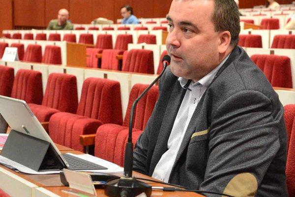 Poslanci považujú nepodpísanie tohto uznesenia za prekročenie právomocí starostu Mariána Gaja (na snímke).