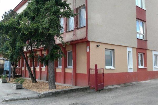 V tejto budove funguje klientske centrum v Sobranciach.
