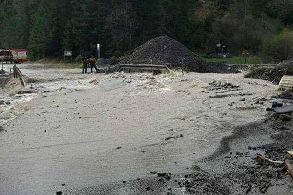 Vlaňajšie povodne narobili v regióne obrovské škody. Na fotografii poškodený most pri Malužinej
