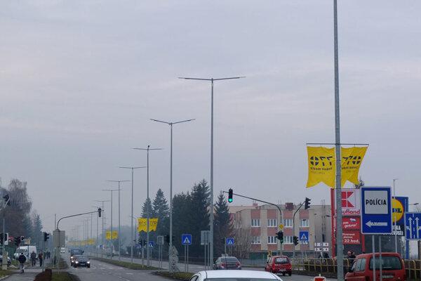 Výročie mesta pripomínajú aj vlajky na hlavnom ťahu Žiarom.