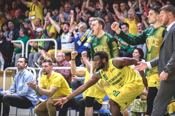 Zápas naplno prežívala aj lavička Levíc.