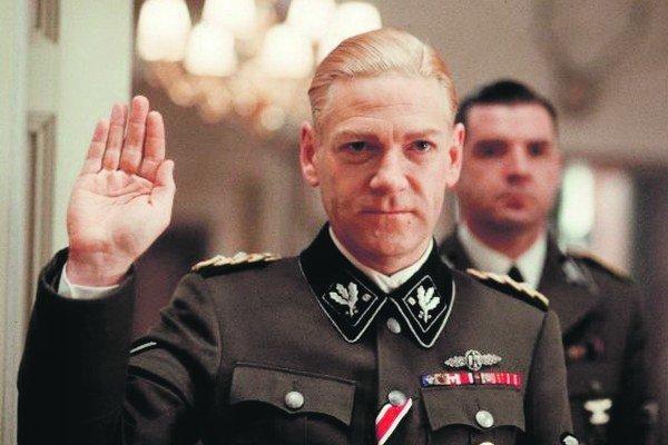 Z filmu Conspiracy, ktorú o tajnej konferencii vo Wannsee v roku nakrútili HBO a BBC. Na konferencii vysokí predstavitelia nacistického Nemecka pripravili konečné riešenie židovskej otázky.