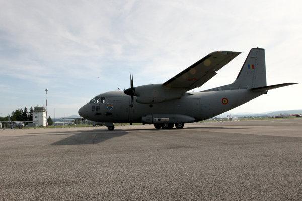 Na letisku Sliač pristálo aj talianske vojenské dopravné lietadlo Spartan.