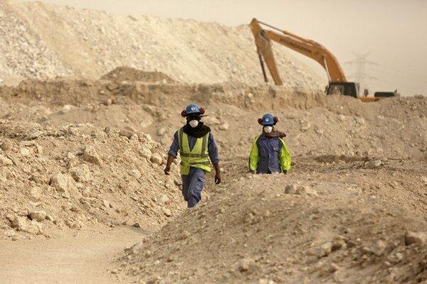 Robotníci v Katare pracujú naozaj v náročných podmienkach.