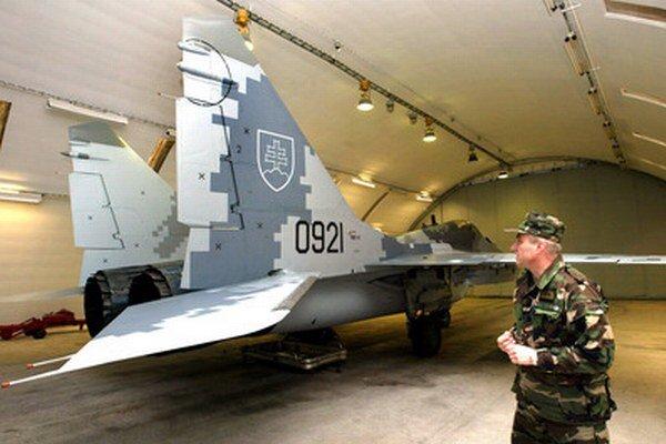 Naši vojenskí piloti môžu na stíhačkách MiG-29 pre nedostatok prostriedkov nalietať len približne tretinu požadovaných letových hodín ročne.