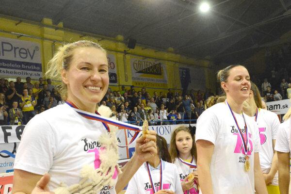 Pre mladú generáciu basketbalistiek bude Z. Žirková (vľavo) vždy príkladom.
