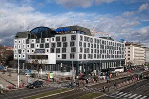 Hotel Danube s kontroverznou fasádou.
