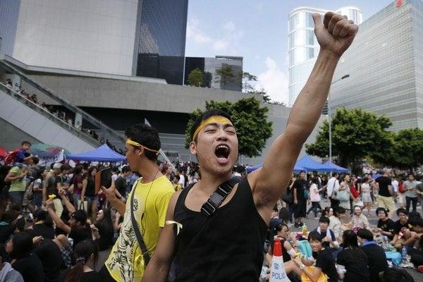 Sľub jeden štát, dva systémy Peking nemohol splniť, ani keby ho náhodou myslel vážne.
