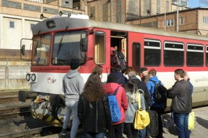Vlak na stanici v Handlovej.