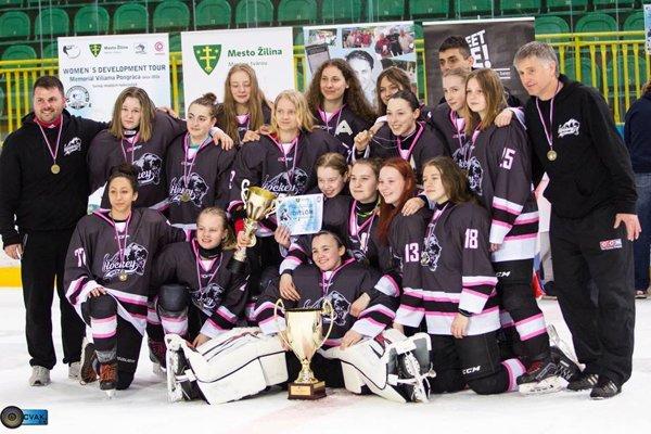 Víťazný tím Super Talent Hockey Girls.