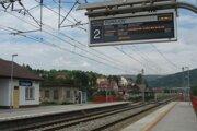 Dvadsaťkilometrový úsek zmodernizovanej trate medzi Žilinou a Krásnom nad Kysucou je funkčný od marca 2012.