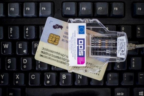 Zrýchlené vybavenie čipového dokladu stojí 24,50 eura. Výmena certifikátov vňom je zadarmo.