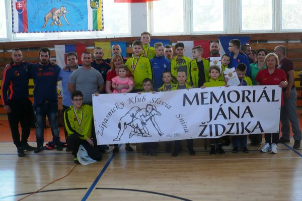 Spoločný záber zápasníkov sninskej Slávie.