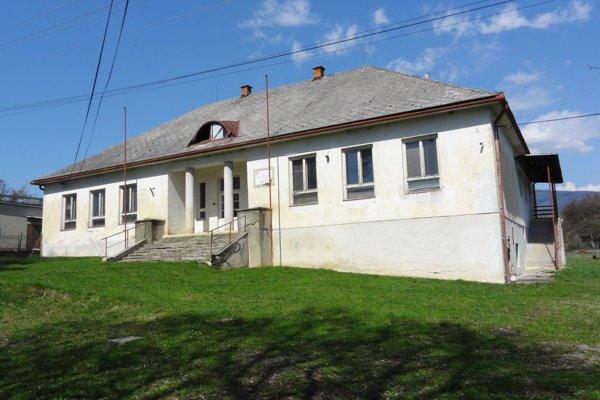 Budova bývalej školy je momentálne prázdna.